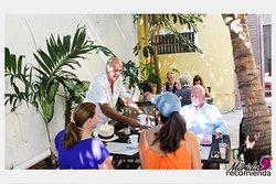 Café crème nos ha recibo increíble, un cafecito, fruta, omelette, juguito de naranja. Es un lugar muy acogedor ¡Tienen que venir! Es un rinconcito ubicado en el Centro de Mérida, y durante nuestra experiencia nos apapacharon con una tabla de quesos y carnes frías y copas de vino. Que les podemos decir ¡DELICIOSO! y la atención y amabilidad de Eric, Véronique y Lupita de primera. Te sientes en casa, la terraza es maravillosa y el ambiente súper agradable.    Calle 41 entre 60 Centro, Mérida