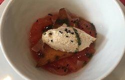 Sofitel de tomate avec quenelle de crabe
