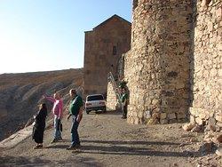 С территории монастыря открываются замечательные виды на Арарат и долину.