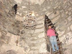 Вход в подземную темницу хотя и сложноват, но бесплатен