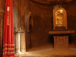 Интерьер церкви очень традиционно скромен.