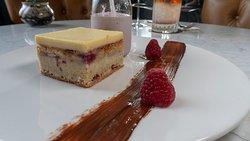 WHITE CHOCOLATE BLONDIE raspberry milkshake