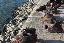 zapatos en la orilla