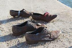 detalle de los zapatos de hierro