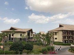 Lapita очень приятный Отель, в стиле полинезийских островов.