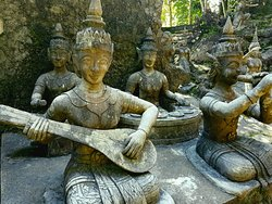 สวนพระพุทธรูปลึกลับ