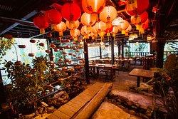 Khu đèn lồng nối khu B và khu E tầng 3 của Pao Quán là địa điểm check in sống ảo yêu thích của nhiều thực khách!