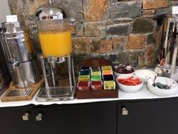 Frühstücksbuffet im Angela Suites Boutique Hotel