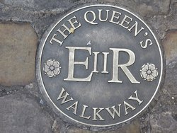 ‪The Queen's Walkway‬
