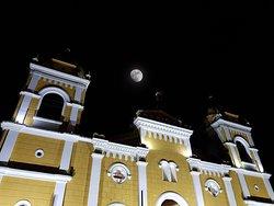 La luna y la Iglesia.