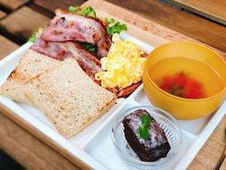 "Saturday Brunch 10:00-13:00 ""Crispy Bacon Egg with Sorghum Bread"""