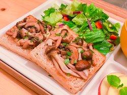 "Saturday Brunch 10:00-13:00 ""Mushroom Balsamico Sauce Open Sandwich"""