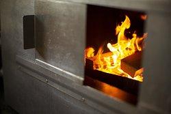 Het roken gebeurt dagelijks en wordt handmatig gedaan om elke keer een perfecte batch te maken.