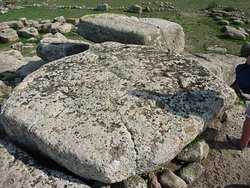 Zulke grote stenen lagen er