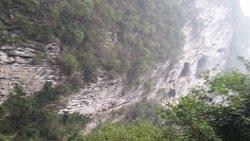 大きな穴 恐怖峡