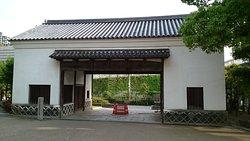 旧黒田藩屋敷長屋門
