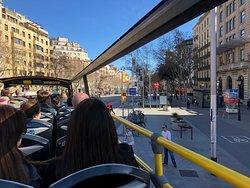 Tur otobüsünden şehir manzarası