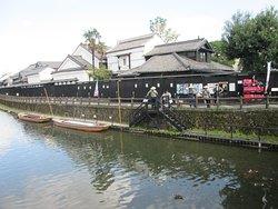 流石蔵の街だけあって遊覧舟もあります