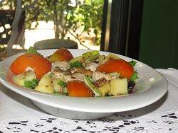 Old-Fashioned Fish -Poisson a l ancienne Salades poisson poche tomate celeri frais importe pomme de terre vinaigrette ancienne
