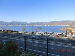 高速道路と諏訪湖と紅葉