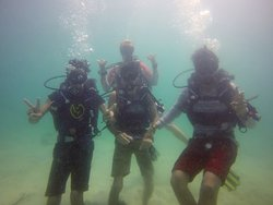 Guys from India very happy on their Discover scuba diving