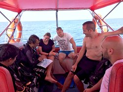 Experience dive leader at Dolphin Divers!