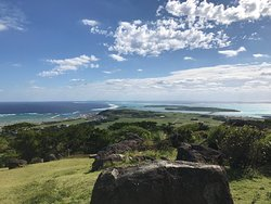 If you have any chance to visit Kume Island which is located in the west half an hour flight from the mainland Okinawa, Tonnaha is a must-visit place. You will see a panoramic view of Kume Island.