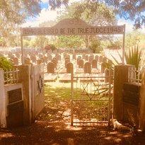 Jewish Detainees Museum and Saint Martin Jewish Cemetery