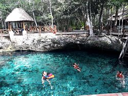 Hermoso cenote familiar.