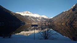 Trenino Rosso del Bernina: Lago di Poschiavo visto dal treno.