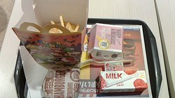ハッピーセット+ハンバーガー+プチパンケーキ