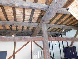 櫓の中の梁 古い木材が使われている。