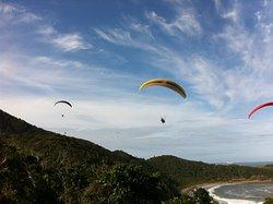 Parapentes voando em quadrante sudeste, dia clássico!