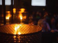 Уникальный дизайн и стиль ресторана создают волшебную атмосферу, пронизанную ощущением таинства в предвкушении чего-то нового и окутанную магией приморского города. В Aubergine все создано для того, чтобы соответствовать настроению вашего вечера.