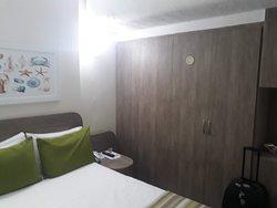 Apartamento frente pro mar coluna 1, quarto confortável, box tamanho normal.