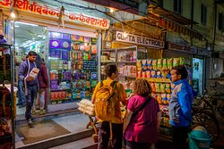 Looking for chips and Perrier after dark? Rahul can hook you up as he did here. ©2018 tlinn.com