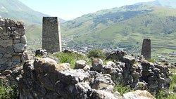 развалины и городок мёртвых в Куртатинском ущелье