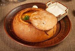 Суп гуляш из марала и лося в ржаном хлебе