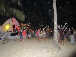 Beach party.... on y danse dans le sable !