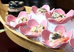朝食~貝類とエビの刺身~