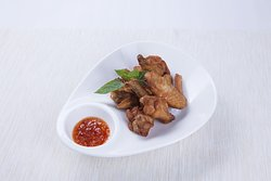 Deep-fried chicken wings marinated in Thai-style fish sauce