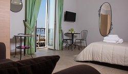 Camera tripla VERDE, con bagno privato e balcone con vista mare