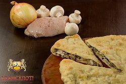 Пирог с куриной грудкой и грибами - Бадолджын