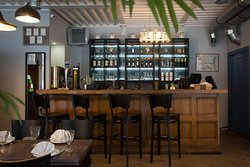 Контактный бар с большим выбором напитков