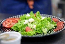 Une cuisine traditionnelle, menu classique ou plat du jour végétarien, à base de produits frais, locaux et de saison