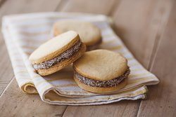 Alfajores filled with Dulce de leche