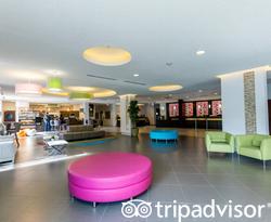 Lobby at the Avanti International Resort