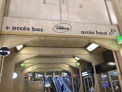 Forum des Halles : signalisation pour accès à l'UGC Ciné Cité Les Halles
