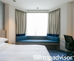 The Deluxe Room at the Four Points by Sheraton Singapore, Riverview