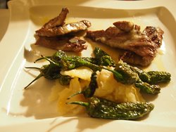 Ibericoschwein mit Pimientos und Kartoffelgratin